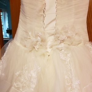 Vera Wang Dresses - Wedding Dress